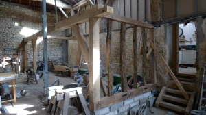 oak timber frame, carpentry, carpenter, curved braces, top plate, oak mezzanine floor, timber framing, Dordogne