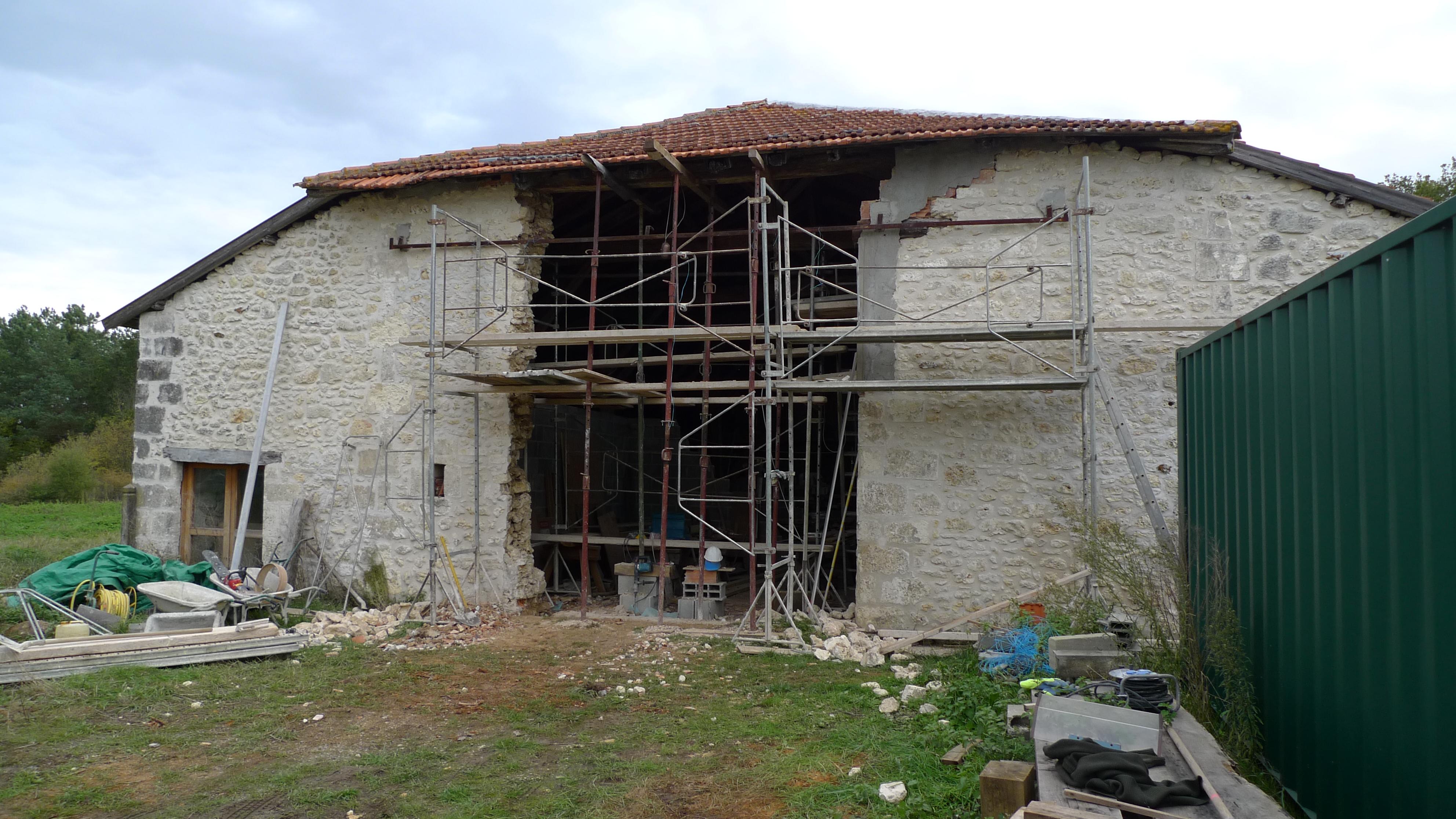 Latest oak timber framing carpentry in france timber for Barn renovation