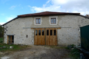 barn renovation, carpentry, carpenter, exposed stonework, oak panelled doors, renovating in France, Dordogne, oak lintel