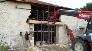 oak lintel, barn renovation, pierre apparente, exposed stonework, Dordogne, timber framing