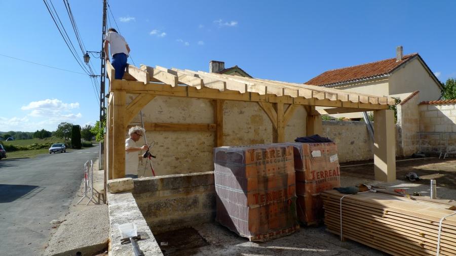 oak building, carpenter, carpentry, timber framer, timber framing, Dordogne, France, oak roof frame