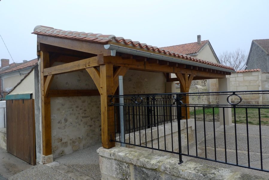 oak building, carpenter, carpentry, timber framer, timber framing, Dordogne, France, oak roof frame